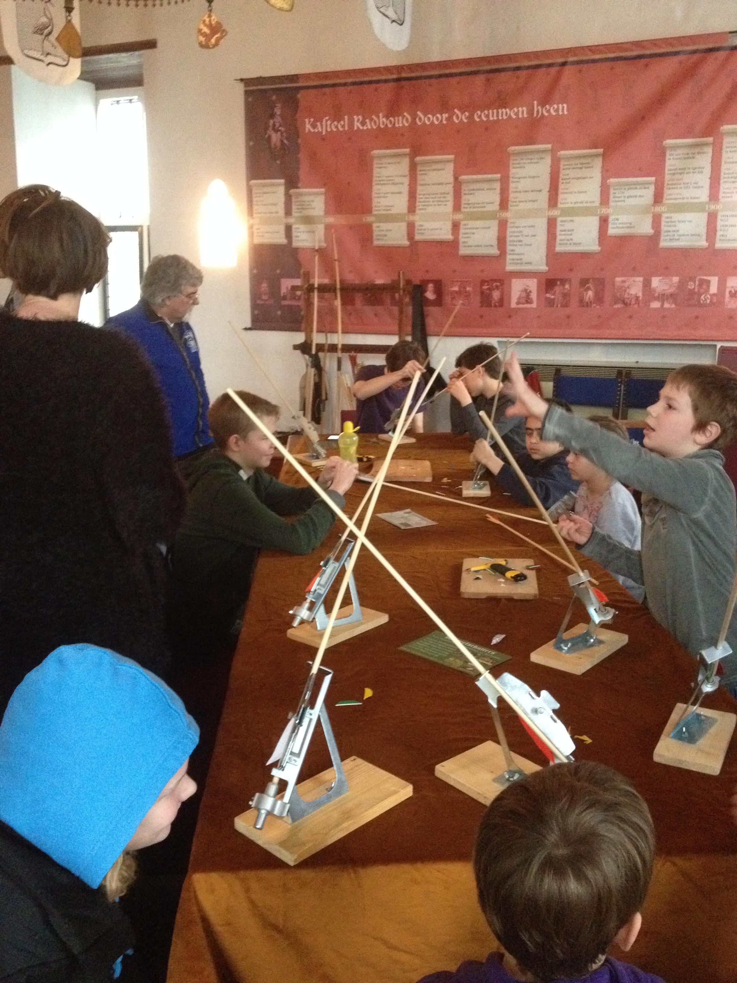 Kasteelschutters HISTORIE-KS Longbowman Handboogschieten Kasteel Radboud Bedrijfsfeestje bedrijfsfeest Bedrijfsuitje Workshops Teambuilding Evenementen tafel 1