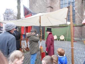 HISTORIE-KS Kasteelschutters Handboogschieten Organisatie Historische Evenementen Charles Dickens Markt Grote Kerk Hofkwartier Geschiedenis Liekie's Liedjes Bas